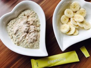 Warmes Porridge mit Cleansing